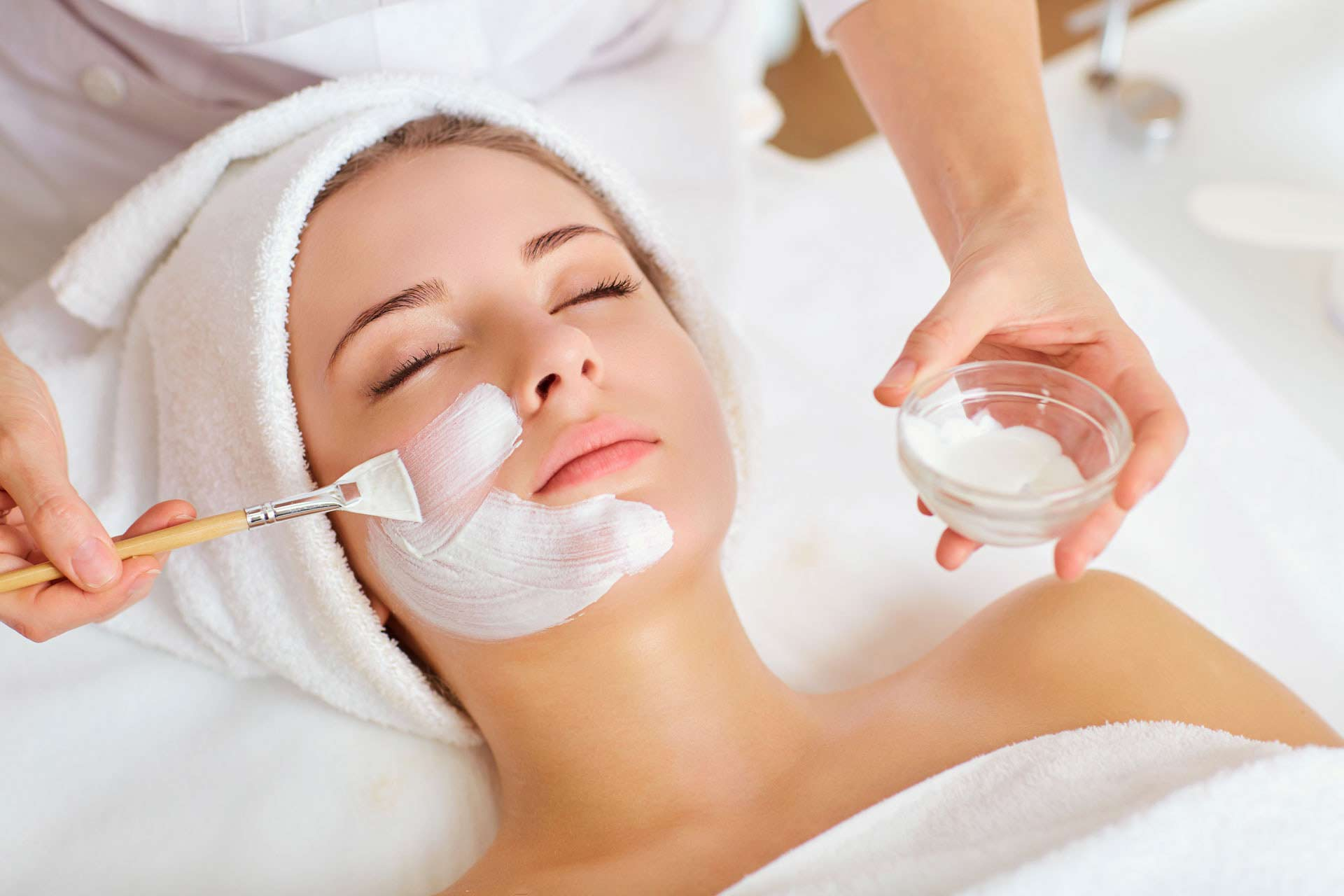 275/Chateau_Beauvois/Services/customized-facial.jpg